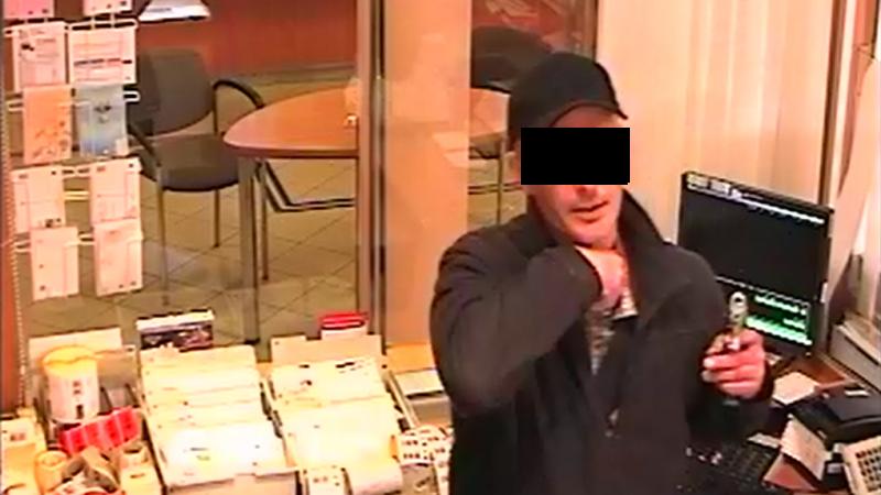 Policie hled mue z obchodu. Ukradl alkohol za vce ne 5